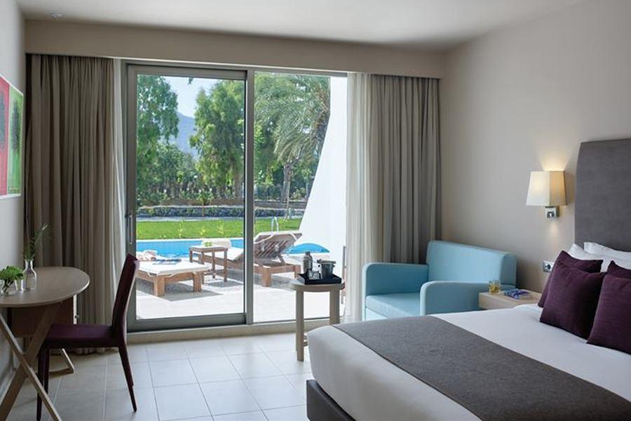 Camera dublă cu vedere la piscină/grădină